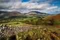 Картинка небо, облака, деревья, горы, забор, поля, Великобритания