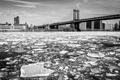 Картинка зима, мост, город, дома, льдины, NYC, Manhattan Bridge