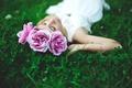 Картинка трава, девушка, цветы, брюнетка, лежит